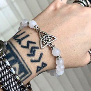Silver celtic knot white agate bead bracelet